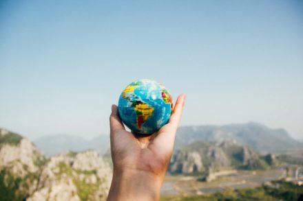 Mudar de país: os sentimentos de quem vai e de quem fica